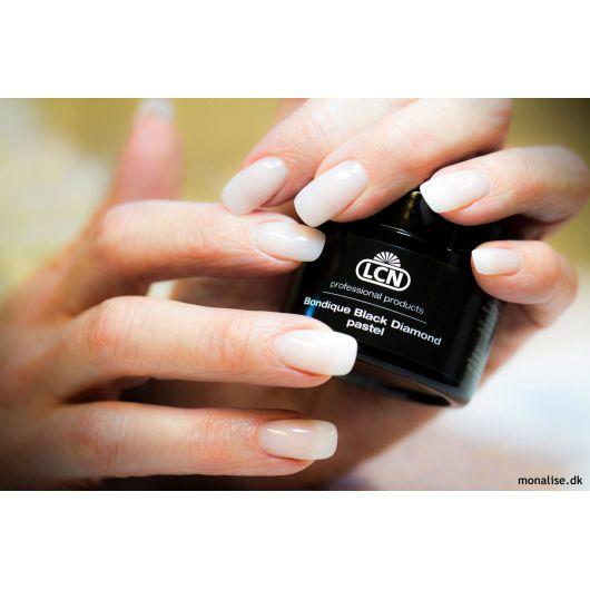 Гель с алмазной пылью для поврежденных и проблемных ногтей